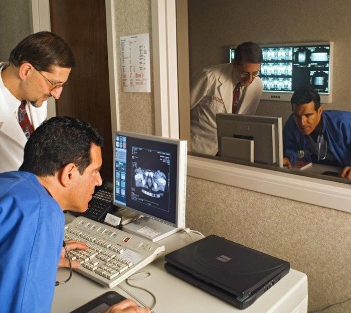 doctors-working